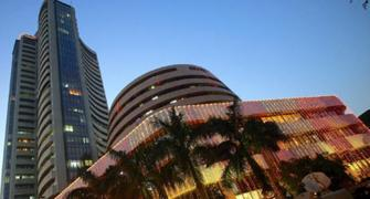 Sensex ends flat on 1st day of 2015; RIL, ITC slump