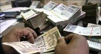 Rupee hits fresh 3-week high to end at 61.75 against dollar