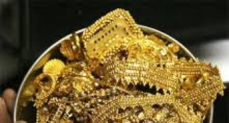 Gold import may fall as dealers sell at discount