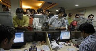 Banks to open more counters, work extra hours to exchange notes