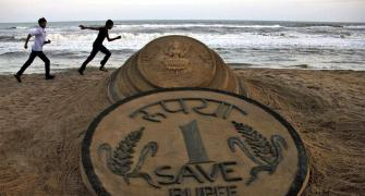 Rupee likely to test 76.50 level this year: Experts