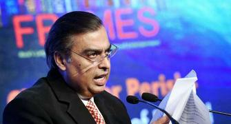 Mukesh plans another disruption, RIL to enter e-commerce