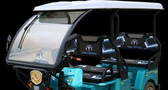 Govt firm on EV deadline for 2- and 3-wheeers