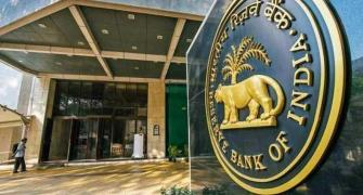 RBI fixes ceiling of 70 years for MD, CEO of bank