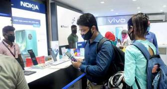 Smartphones costing Rs 35,000+ grow 91%