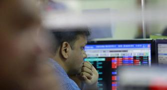 Sensex extends losses amid F&O expiry; L&T slump