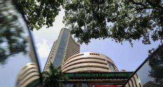 Sensex extends losses for 5th session;ends down 66 pts