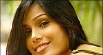 Freida Pinto denies Bond girl rumours