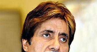 Amitabh: One never associated Dev Anand with death