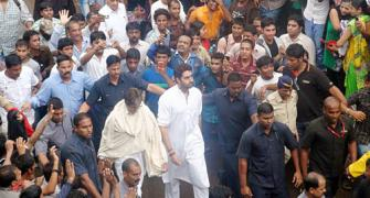 PIX: Amitabh pays his last respects to Rajesh Khanna