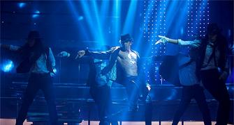 Hrithik does an MJ in Bang Bang