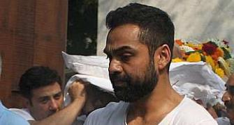 Dharmendra, Sunny mourn at Abhay Deol's father's funeral