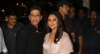 PIX: Shah Rukh-Gauri party with Akshay-Twinkle