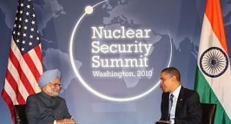 Dr Singh meets Obama in Washington, DC