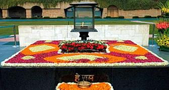 Obamania hits Delhi, but all's quiet at Rajghat