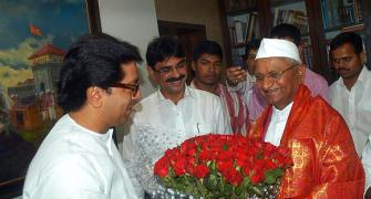 Team Anna divided over Hazare's praise for MNS chief