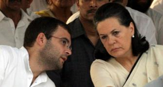 Sonia, Rahul offer to resign, party rejects it