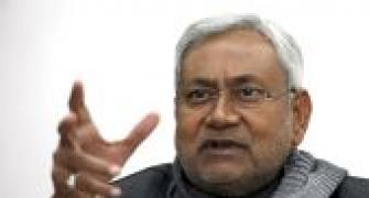 Student unions, para teachers protest at Nitish's rally