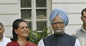 Sonia asks Congress CMs to roll out food scheme