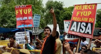 Delhi University teachers bat for 4-yr-course, go on hunger strike