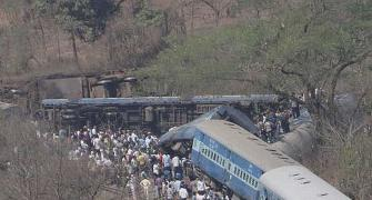 PHOTOS: 17 killed, 120 hurt after train derails in Maharashtra's Raigad