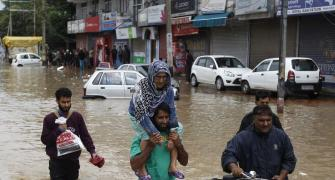 SOS Kashmir: No power, phone lines down, lakhs homeless