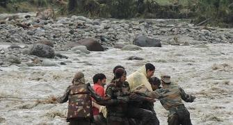 PHOTOS: Bravehearts battle floods to save stranded Kashmiris
