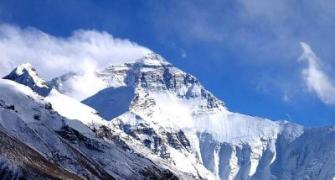 9 climbers scale Everest after Nepal disasters