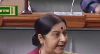 Defending self on Lalitgate, Sushma sucker punches the Gandhis