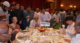 Lalu-Mulayam-Mamata-Mayawati absence makes Sonia's iftar a political miss