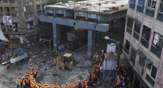 Kolkata flyover collapse: Toll rises to 25, rescue ops on through night