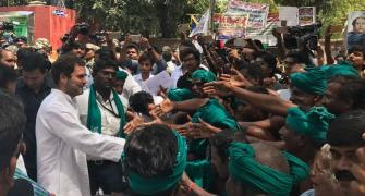 Rahul meets protesting TN farmers, slams PM