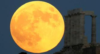 'Blood moon' dazzles skywatchers around the world