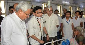 Protests greet Nitish at Muzaffarpur hospital visit