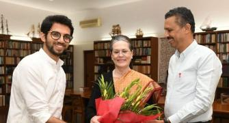 Aaditya invites Sonia, Manmohan to Uddhav swearing-in
