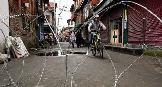 4 injured in clashes, shutdown in Srinagar