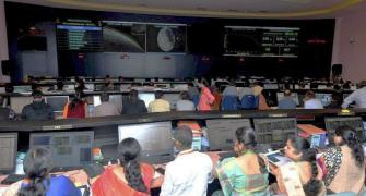 No need to lose heart: Leaders rally round ISRO