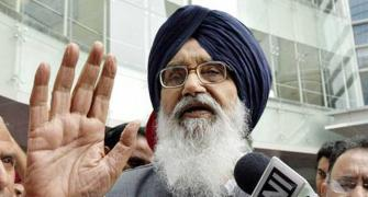 Badal returns Padma Vibhushan to protest farm laws