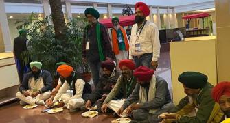 Farmers bring their own food at govt meeting, again