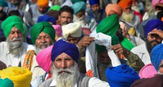 Day 20: Farmers continue stir; ex-armymen join protest