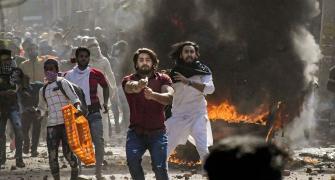 Political leaders condemn violence in Delhi