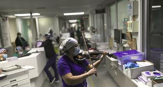 This nurse soothes COVID-19 patients with her violin
