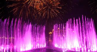 This amazing Dubai fountain broke the world record!