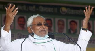 Nitish faces protest at public meeting; slams RJD