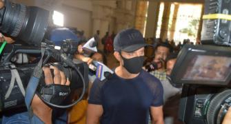 Hrithik at Mumbai Police office to record statement