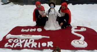 Kashmiri sisters' tribute to corona warriors in snow