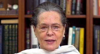 Sonia holds crucial CWC meet to discuss party polls