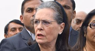 Sonia attacks govt over farmers' issue, Arnabgate