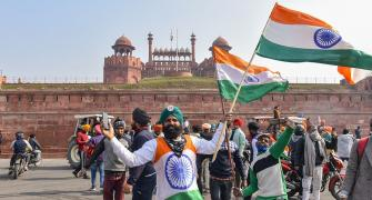 Farmers clash with cops; protesters enter Red Fort