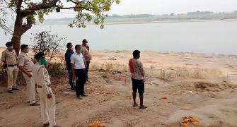 Can bodies thrown in Ganga spread COVID?